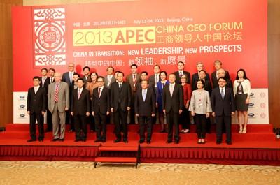 2013年,黄董出席2013APEC工商领导人中国论坛