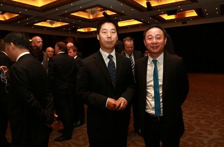 中国驻新西兰总领事牛清报先生与黄金宝董事长合影
